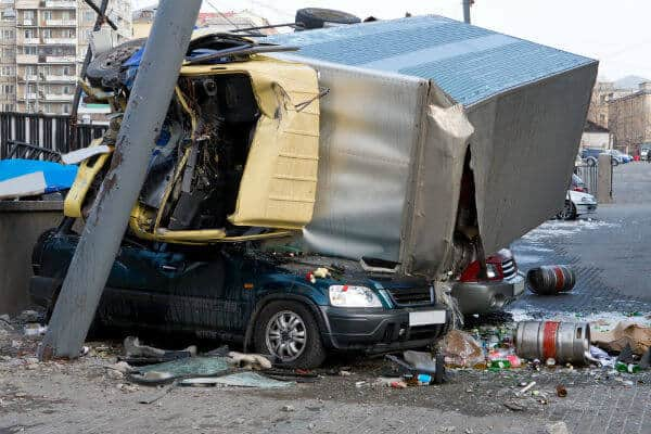 commercial trucks and wrecks